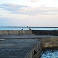 Photos: 立ち入り禁止の防波堤・釣り人減らず2