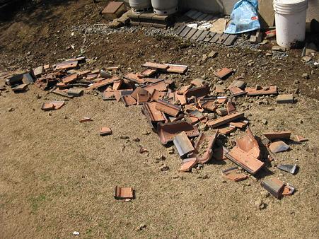 地震で落ちた瓦