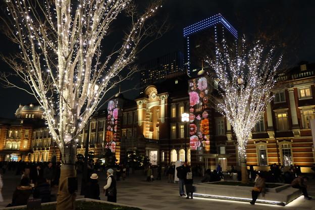 写真: 東京ミチテラス & 東京駅