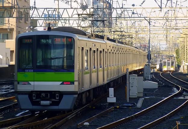 都営10-300R形10-330F(5857レ)各停KO04笹塚