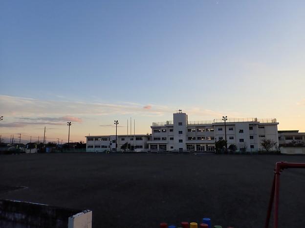 夕方の小学校