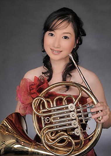 写真: 小林郁子 こばやしいくこ ホルン奏者  Kobayashi Ikuko