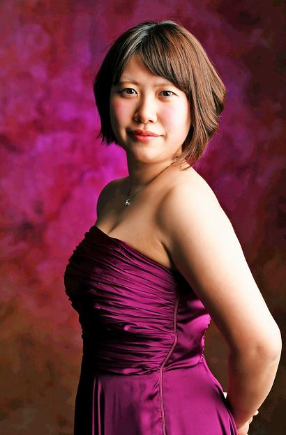 写真: 堀那苗 ほりななえ ヴィオラ奏者  Nanae Hori