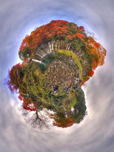 白糸の滝  紅葉 LIttle Planet