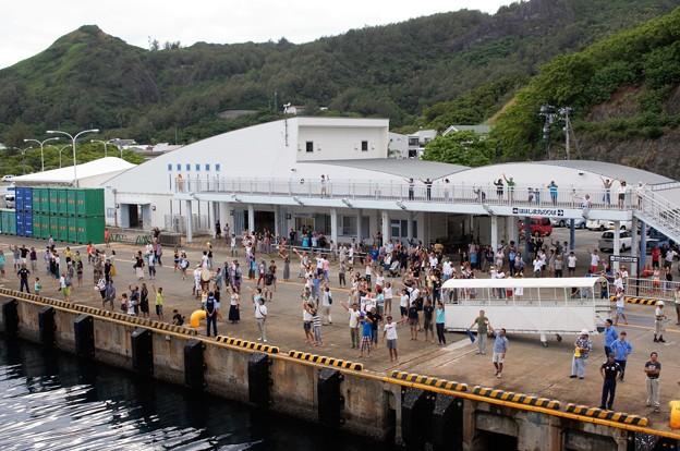 Photos: 港での見送り