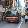 Photos: 吉祥寺駅公園口の繁華街を徐行 小田急バス A359