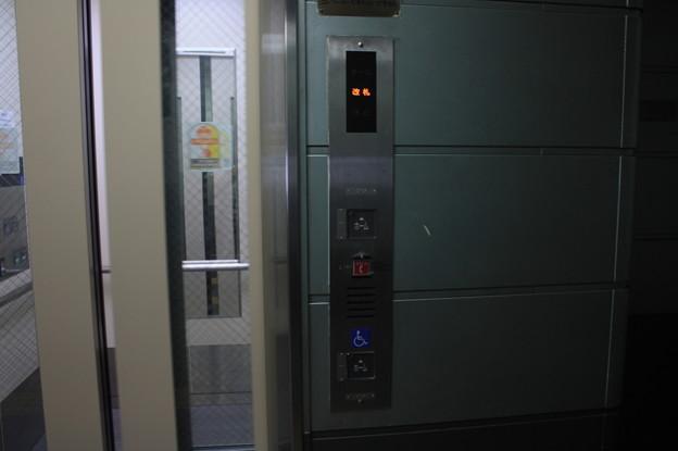 Photos: 更新されたニュートラム南港ポートタウン線ホームのエレベーター
