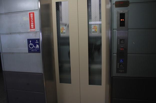 更新されたニュートラム南港ポートタウン線ホームのエレベーター