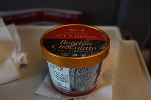 東海道新幹線の車内販売でチョコアイスクリーム