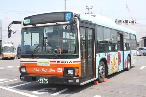 東武バス 5104号車 「すごい煮干しラーメン」ラッピング