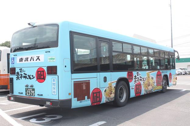 東武バス 5104号車 「すごい煮干しラーメン」ラッピング 後部