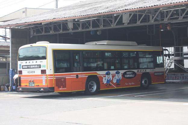 東武バスウエスト大宮営業事務所で整備を受ける5041号車