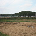写真: 稲刈り後の田んぼを行くE501系 (5)
