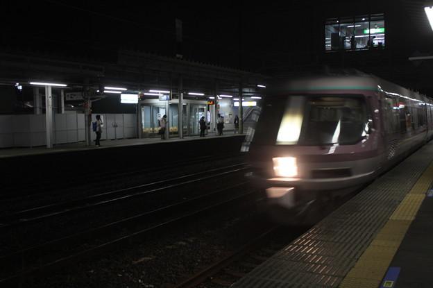 友部駅2番線を通過する485系リゾートエクスプレスゆう