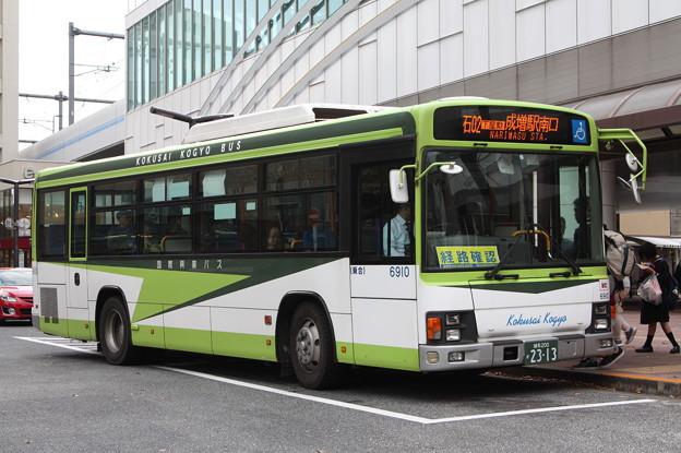国際興業バス 6910号車