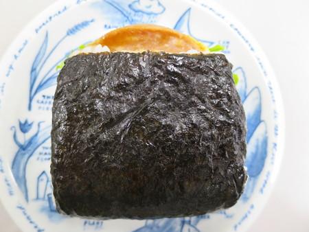 デイリーヤマザキ サンドおむすび 玉子焼ボロニアソーセージ