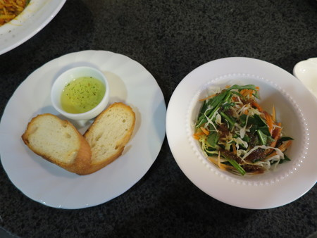 Cafe and Bar Chaya  トマトパスタセット 副菜の様子