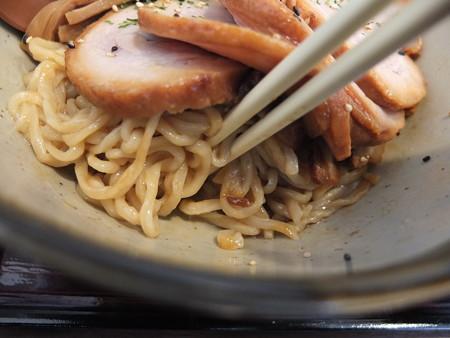 手打ちらーめん まるとく つけスープ和えめん(期間限定)チャーシュートッピング 麺の様子