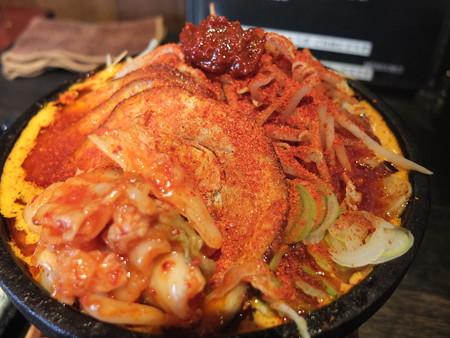 麺ぐるい 鉄鍋キムチ麺 肉&あぶら増し 辛さ逆襲のシャア アップ