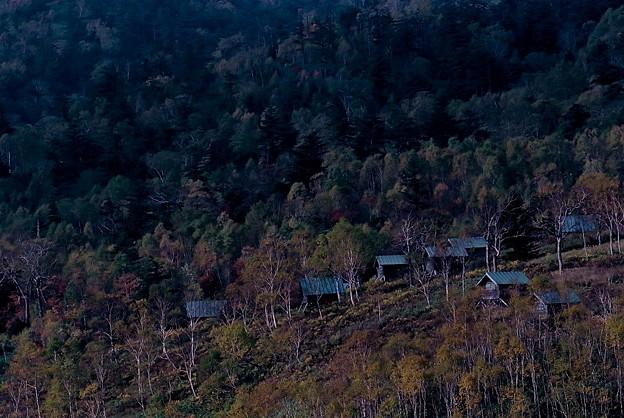 山間のロッジ