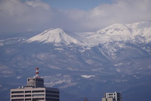 雪を被る吾妻小富士