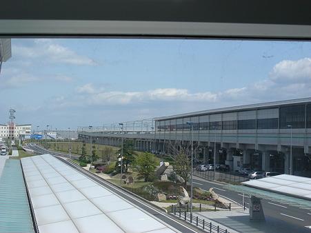 通路から見た中部国際空港駅