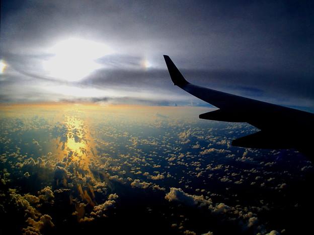 夕日は雲さんを虹色に染めるの^^