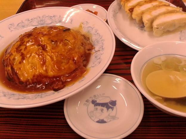 写真: 天津飯にぎょうざ。天津飯メニュー復活w