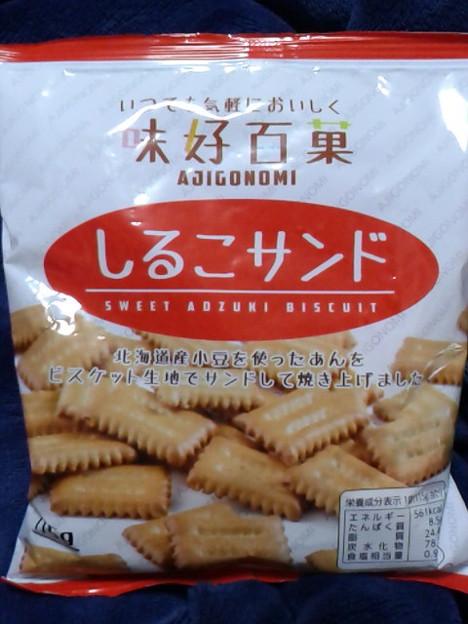まさか近所のスーパーでしるこサンド売ってるなんて。しかもPBだけど製造は松永製菓。