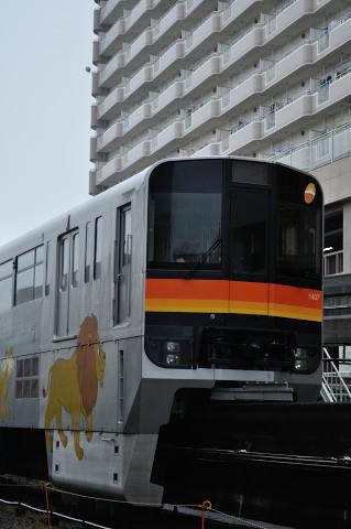 多摩モノレール1000系
