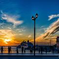 Photos: 暮れ行く港街