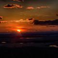 写真: 湿原と夕陽