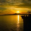 写真: 作業船と夕景