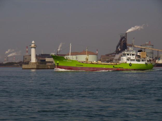 東播磨港を出港する第八共和丸