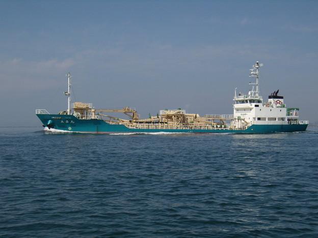 東播磨港を出港する立昌丸