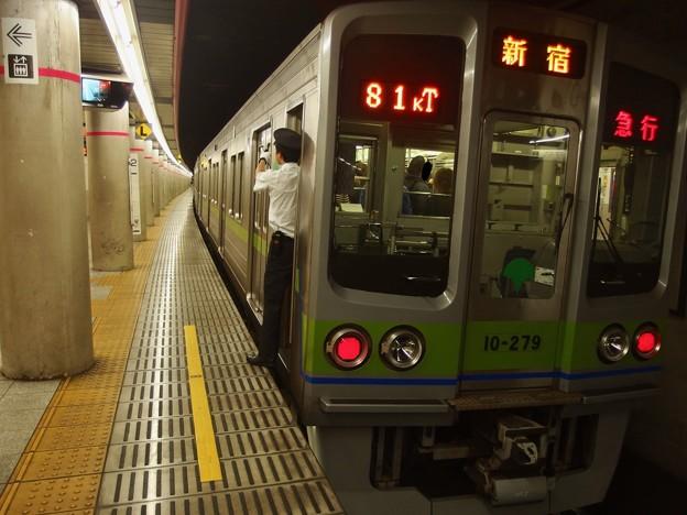 京王新線幡ヶ谷駅2番線 都営10-270F急行新線新宿行き側面よし