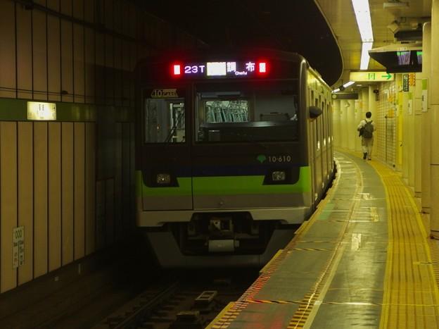 都営新宿線篠崎駅1番線 都営10-610F各停調布行き前方確認