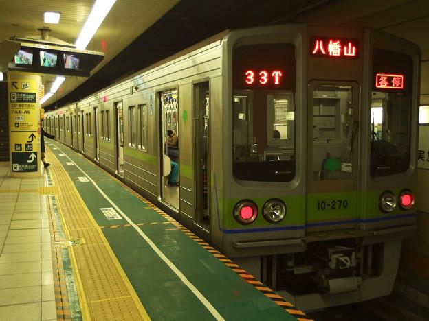 都営新宿線本八幡駅2番線 都営10-270F各停八幡山行き