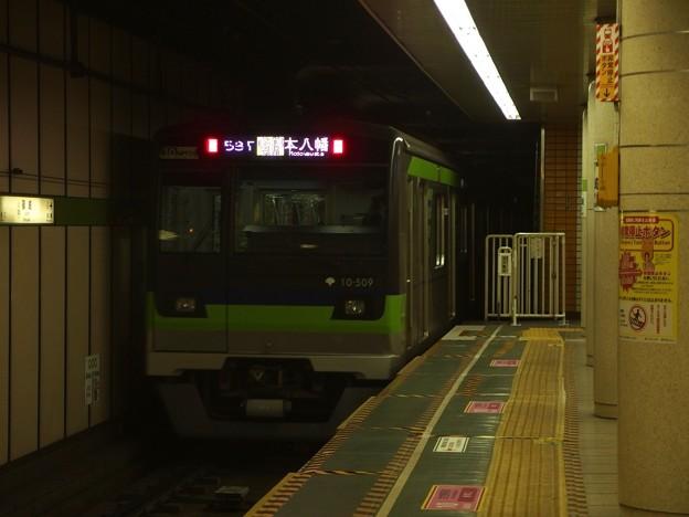 都営新宿線篠崎駅2番線 都営10-500F各停本八幡行き