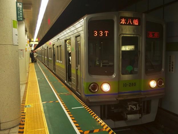 Photos: 都営新宿線一之江駅2番線 都営10-280F各停本八幡行き