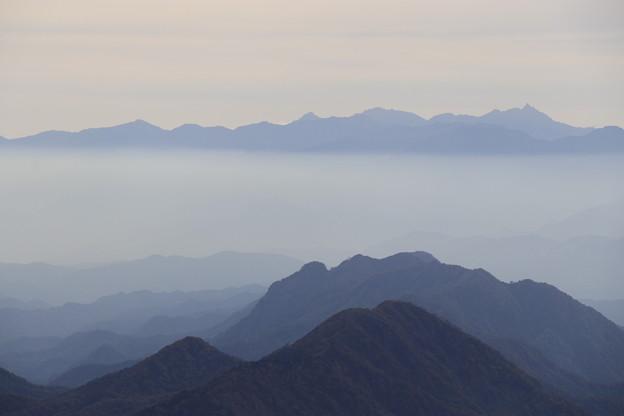 写真: 火打山山頂から槍穂を望む