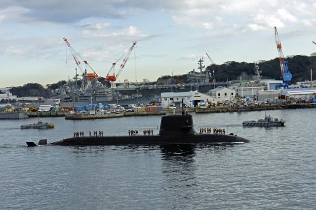 新鋭潜水艦の帰投