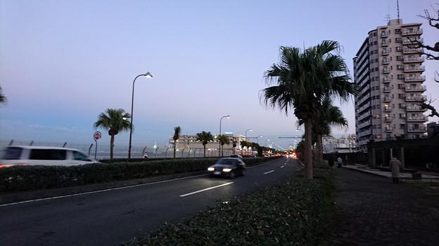 夕刻の横須賀海岸
