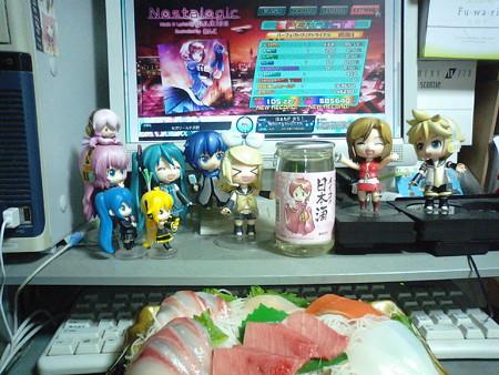 今日はめーちゃんの誕生日なので、「メイコの日本酒」でかんぱーい\(...
