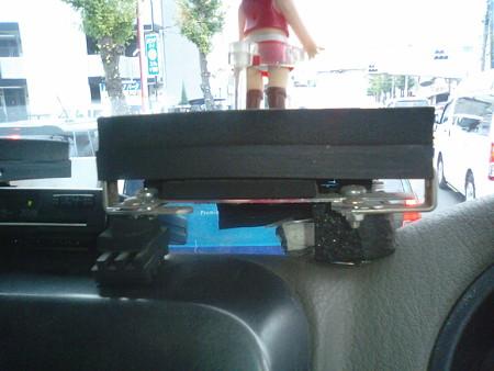 こちらは1席ユニット。9cm×9cmの鉄骨を組み、同じようにステージを作...