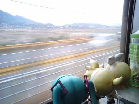 柳井→田布施間。 レン:「ほらほら、山口県は主な道路のガードレー...