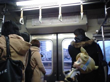 レン:「あ、着いた♪」 まもなく門司駅に停車です。