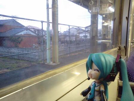 南行橋駅に停車。 ミク:「やっと明るくなってきましたね」
