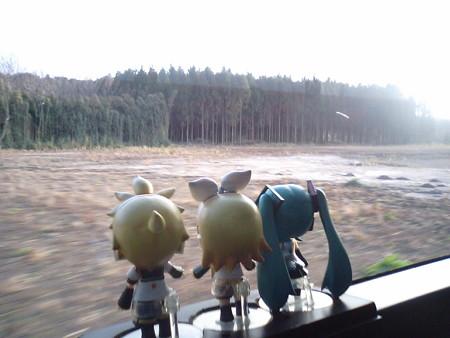 池之原上付近。 リン:「なんか全然、海が見えないゆ(><;) ミク:「...