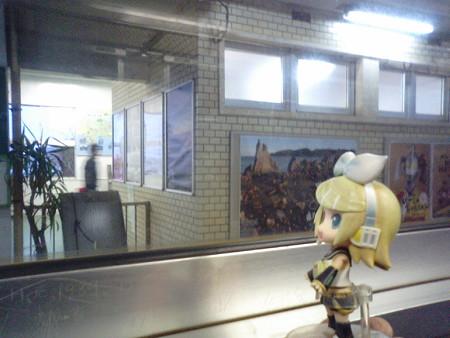 山川駅に停車。 リン:「もうこの駅から先には、駅員さんがいないん...